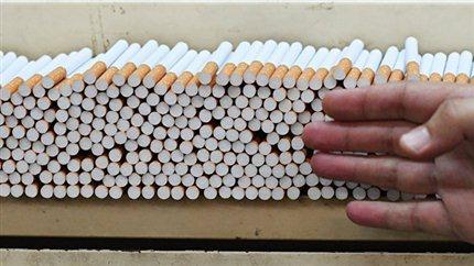 ЛДПР: в Госдуме предложили сократить рабочую неделю для некурящих на 5 часов. Цех производства сигарет. Архивное фото