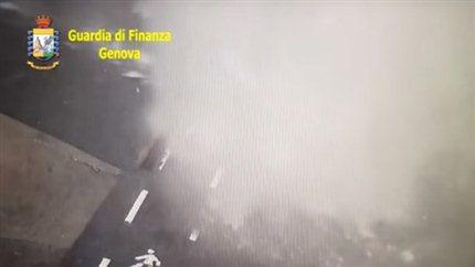 Италия: видео обрушения моста в Генуе - В Ютюбе опубликовано видео обрушения моста в итальянском городе Генуя